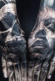 手部恐怖风格神秘女人与骷髅纹身图片