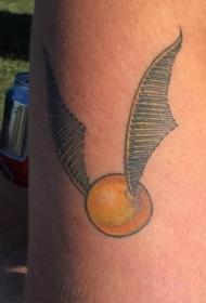 肩部彩色简约魁地奇球纹身图片