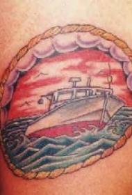 手臂彩色快乐船纹身图案