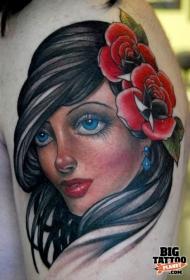肩部彩色红玫瑰漂亮的黑发女孩肖像纹身