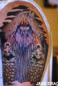 肩部彩色维京人战士纹身图案