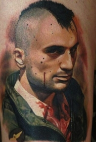腿部彩色肖像式血男子纹身图案