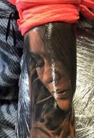 手臂新流派彩色艳女肖像纹身图片