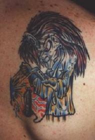 肩部彩色疯男人的纹身图案