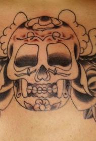 胸部黑色糖骷髅与玫瑰纹身图案