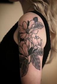 雕刻风格的黑灰花朵肩部纹身图案