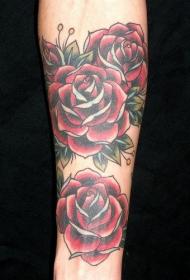 手臂彩色红玫瑰纹身图案