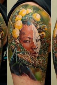 肩部彩色部落妇女纹身图案