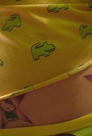 腰部彩色漂亮的凯蒂猫纹身图片