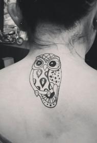 女生背部卡通黑色的猫头鹰纹身图案