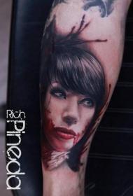 手臂逼真的彩色吸血鬼女人肖像纹身图片