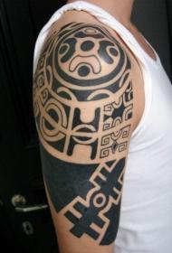 肩部黑色波利尼西亚部落图腾纹身图片