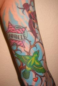 手臂彩色小鸟纹身图案