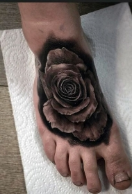 脚部黑白3D玫瑰纹身图案