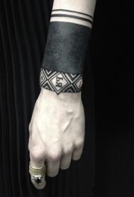 手腕黑色图腾纹身