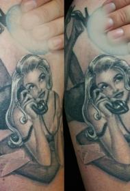 黑白老式风格诱人女子纹身图案