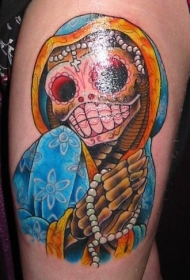 手臂彩色印度风骷髅纹身图案