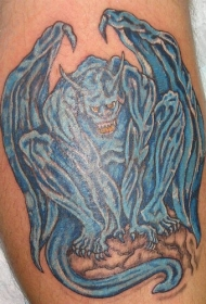 手臂蓝色的石像鬼纹身图案
