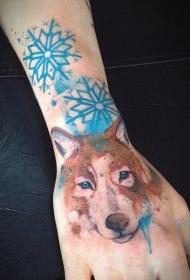 手腕彩色狼雪花纹身图案