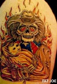 腿部彩色燃烧的牛仔骷髅纹身图案