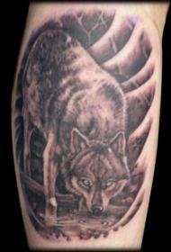 手臂狼喝水纹身图案