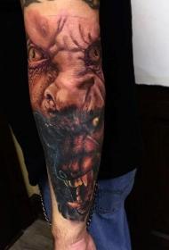 手臂彩色狼人变换纹身图案