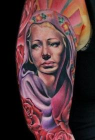 女性手臂彩色纹身图案