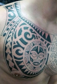 胸部波利尼西亚图腾纹身图案