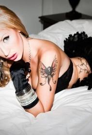 欧美美女性感大臂时尚蝴蝶纹身图案