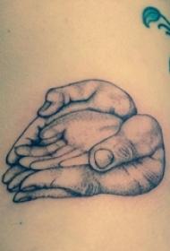 左肋黑色抽象线条纹身点刺技巧大手捧小手纹身图片