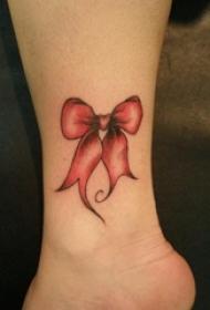 女孩足部或腿部上女神纹身小清新纹身蝴蝶结图案
