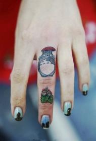 手指可爱经典的卡通龙猫纹身图案