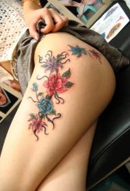 美女腿部漂亮的花卉纹身图案
