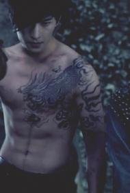 盗墓笔记中的张起灵披肩麒麟纹身图案