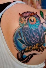 美女背部可爱的猫头鹰彩色纹身图案