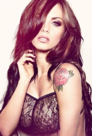 杰西卡简肩部诱惑性感玫瑰纹身