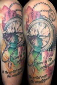 欧美怀表纹身 男生大臂上彩色的怀表纹身图片