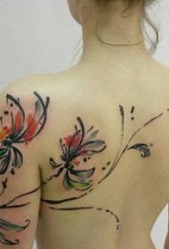 女生后背上彩绘泼墨抽象线条植物花朵纹身图片