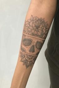 骷髅花朵纹身图案 男生手臂上花朵和骷髅纹身图片