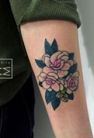 女生手臂上彩绘技巧植物花朵纹身图片