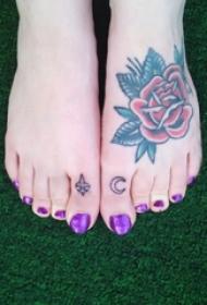 女生脚背上彩绘水彩素描创意唯美玫瑰纹身图片