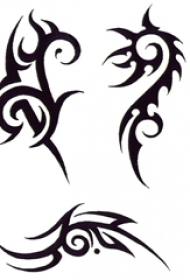 黑色线条描绘的创意精致图腾纹身手稿
