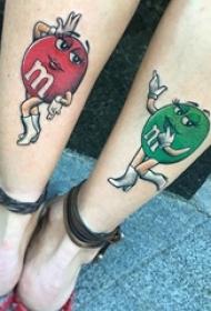 女生小腿上彩绘水彩创意卡通巧克力豆纹身图片