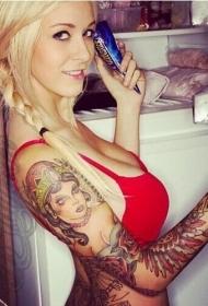美女花臂女郎头像和花卉纹身图案