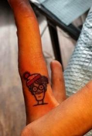 简约手指纹身 女生手指上彩色的卡通人物纹身图片
