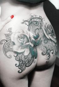 臀部蝴蝶玫瑰花藤蔓写实纹身图案