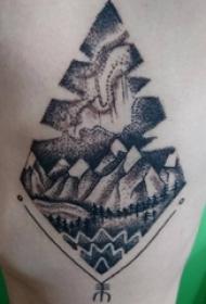男生手臂上黑灰素描点刺技巧精美文艺风景纹身图片
