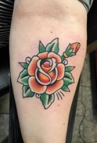 男生手臂上彩绘水彩文艺唯美花朵纹身图片