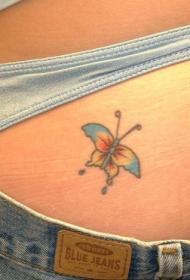 臀部小巧的蝴蝶纹身图案