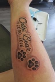 手臂纹身素材 男生手臂上黑色的英文和爪印纹身图片